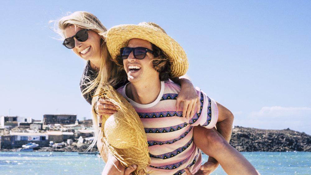 Pareja transfer Ibiza de vacaciones